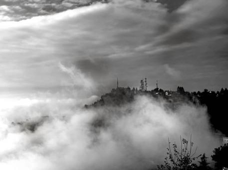 La Morra, nebbia mattutina